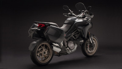 multistrada-1260-my18-black-29-slider-gallery-1920x1080.jpg
